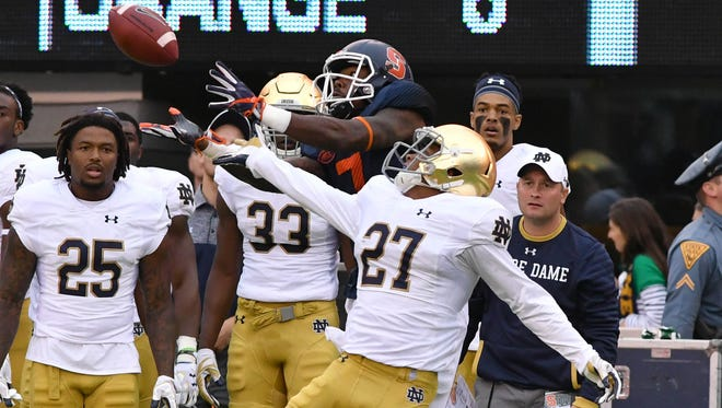 Oct 1, 2016; East Rutherford, NJ, USA; Syracuse Orange wide receiver Amba Etta-Tawo (7) catches a pass as Notre Dame Fighting Irish cornerback Julian Love (27) defends in the first quarter against at MetLife Stadium. Mandatory Credit: Matt Cashore-USA TODAY Sports