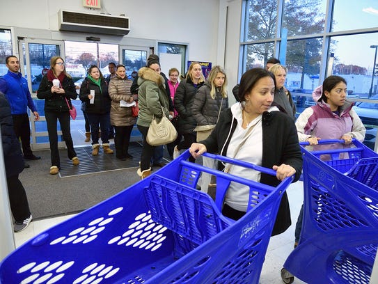 Black Friday shoppers enter the Toys R Us in Paramus at 7 a,m. on Nov. 24, 2017. Holiday crowds and spending were weaker than the company's forecasts.