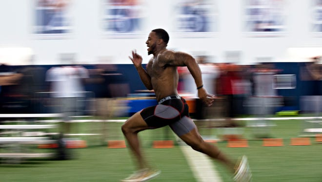 Auburn defensive back Joshua Holsey (15) runs the 40  meter dash during Auburn's Pro Day on Friday, March 10, 2017, in Auburn, Ala.