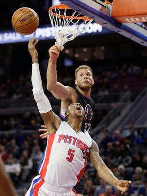 Los Angeles Clippers forward Blake Griffin, right, deflects a shot by Detroit Pistons guard Kentavious Caldwell-Pope, left, during the first half of an NBA basketball game, Monday, Dec. 14, 2015, in Auburn Hills, Mich.
