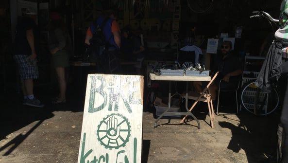 The Sacramento Bicycle Kitchen in Midtown provides