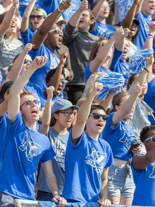 636122162195494096-MTSU-Homecoming-2016-fans.jpg