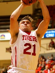 While he's more known for his defense, Clayton Holmes does average 5.5 points for the Tigers this season.