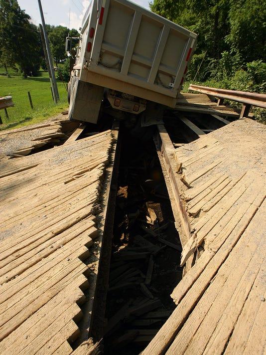 -new_081914_dump_truck_05ml.JPG_20140819.jpg