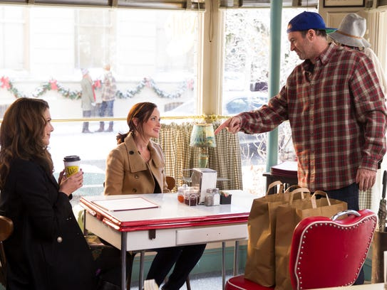 Lorelai, Rory and Luke might not be there, but you can eat at the famous Stars Hollow diner. (Photo: Saeed Adyani/Netflix, Saeed Adyani/Netflix)