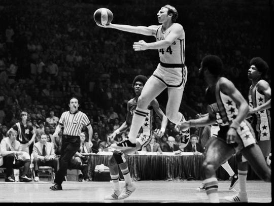 Kentucky Colonel Dan Issel drove to the basket against the New York Nets in ABA action at Freedom Hall. April 17, 1974