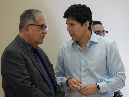 State Senate leader Kevin de León, right, talks with