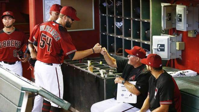 Arizona Diamondbacks pitcher Tom Wilhelmsen gives a fist-bump to bench coach Ron Gardenhire before their game against the New York Mets on Wednesday, May 17, 2017 at Chase Field in Phoenix, Ariz.