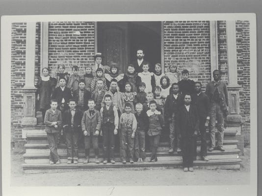 Group of elementary school students posing for a picture outside of Anderson Elementary. Shasta Historical Society, 1950.35.1.