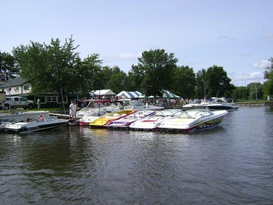 Wolf River fundrasier Boats.JPG