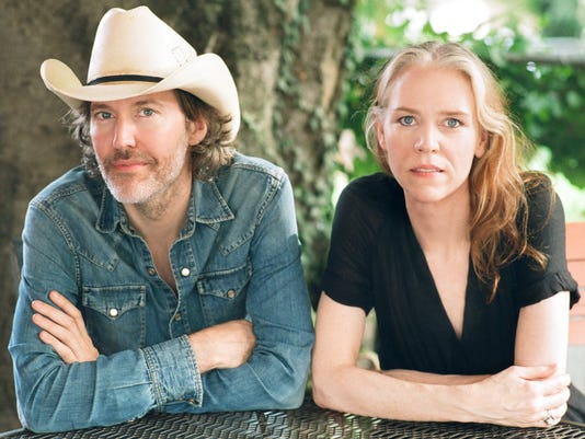 636522136808712855-David-Rawlings-Gillian-Welch-photo-by-Henry-Diltz.jpg