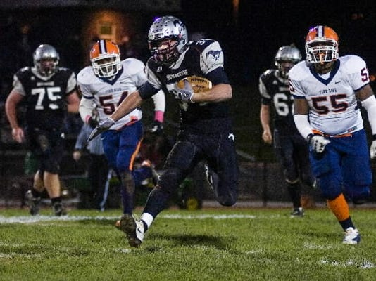 Dillon Thomas led the Mustangs in rushing as a sophomore, piling up 1,058 yards.
