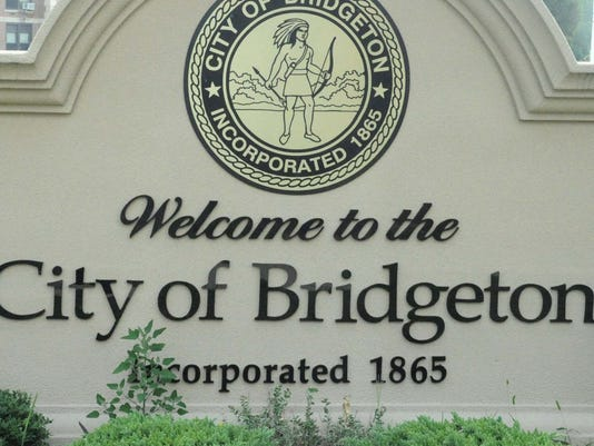 080412 BRIDGETON SIGN FOR TABLET