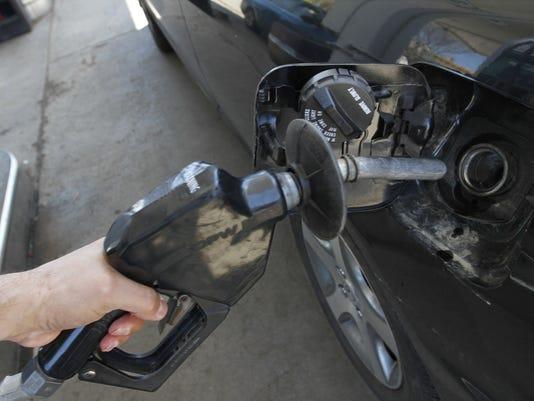 635548483818030088-Gas-pump
