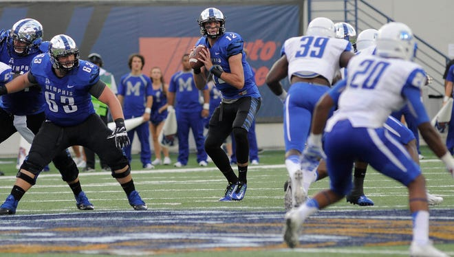 The MTSU defensive front struggled to get pressure on Memphis quarterback Paxton Lynch (12) on Saturday.