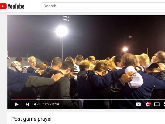 636476549313583505-post-game-prayer-2.PNG