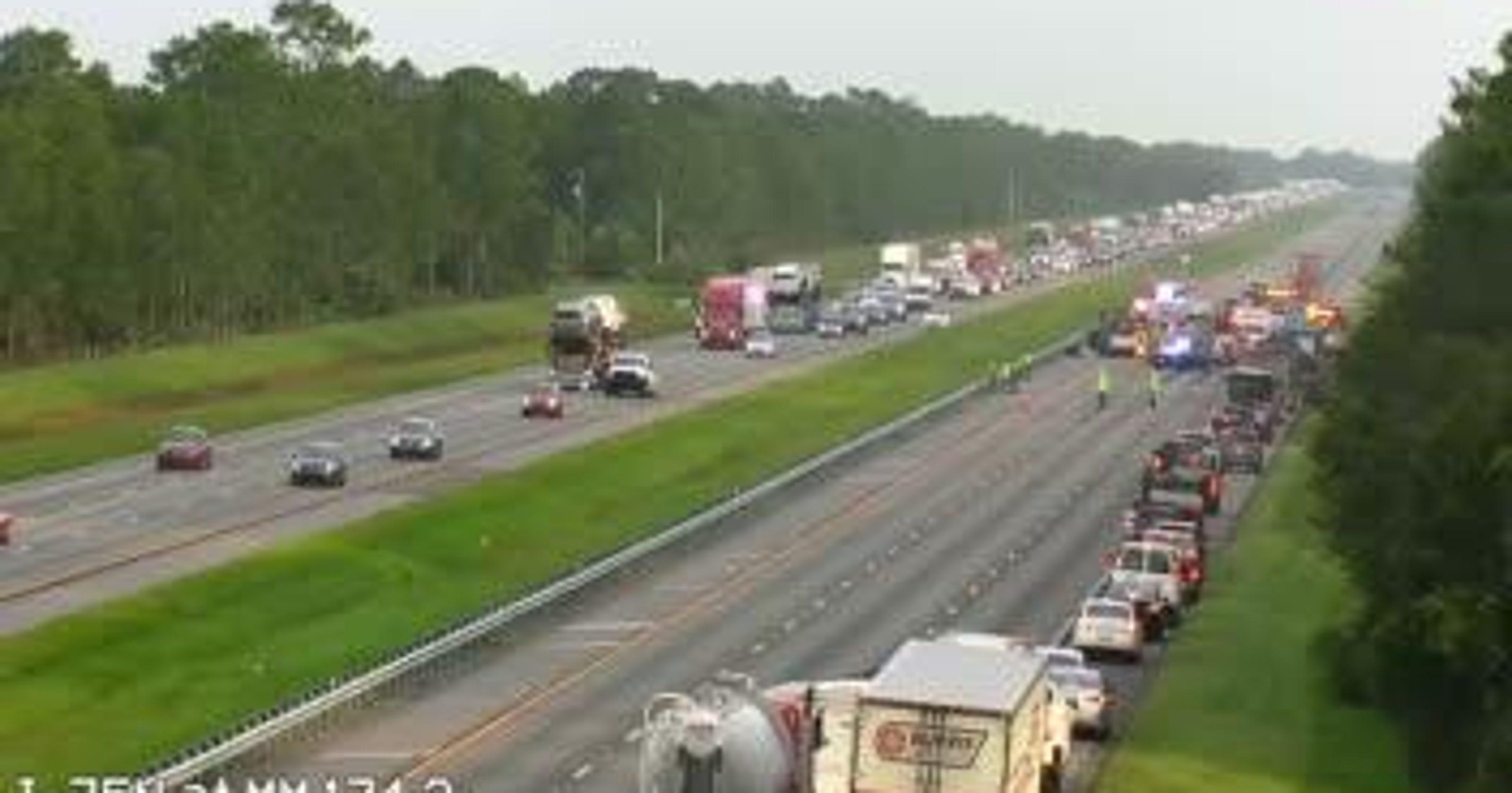 TRAFFIC ALERT: Multi-vehicle crash closes I-75 North in Sarasota
