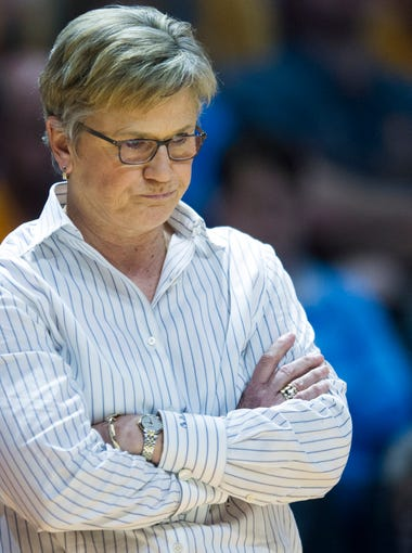 Tennessee head coach Holly Warlick in the final minutes of Tennessee's loss to Oregon State in the second round of the NCAA Tournament on Sunday, March 18, 2018.