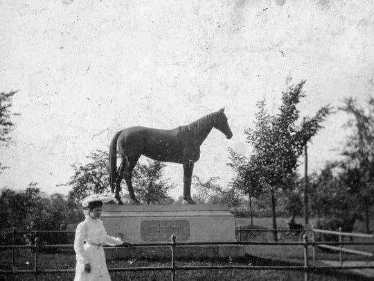 A photo of the American Girl statue, circa early 1900s.