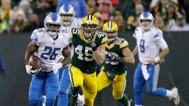 Theo Riddick runs past Packers linebacker Vince Biegel in the fourth quarter of the Lions' 30-17 win Monday, Nov. 6, 2017 in Green Bay.