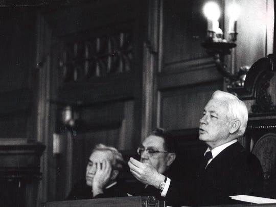 Chief Justice John Palmore, right, of the Kentucky