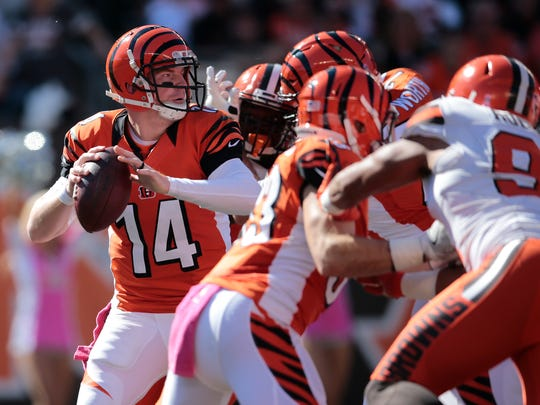 Bengals quarterback Andy Dalton hangs in the pocket in the second quarter.