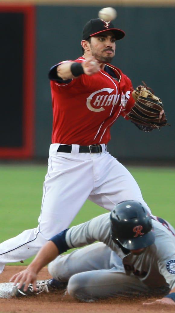 El Paso second baseman Carlos Asuaje throws over sliding