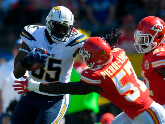 Chargers_Gates_Football_99928.jpg