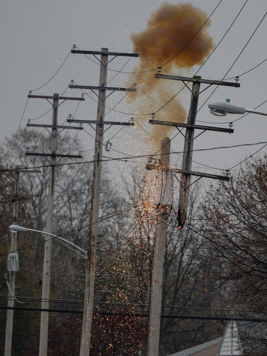 1-LDN-JML-111015-pole-fire