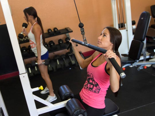 Deanna Inzano, left, and her twin sister Danielle work out on Thursday, January 29, 2015.