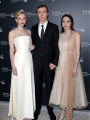 """Mum's night out! Carey Mulligan debuted """"Wildfire"""""""