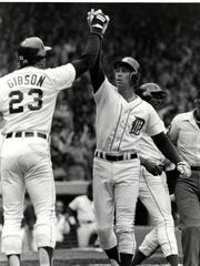 Kirk Gibson high-fives Alan Trammell for his home run