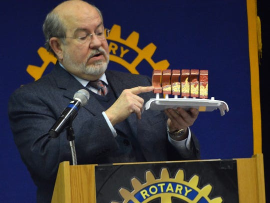Cardiologist Dr. Robert Freedman talks about plaque buildup in the arteries while speaking to the Rotary Club of Alexandria Tuesday, Feb. 17, 2015.-Melinda Martinez/mmartinez@thetowntalk.com The Town Talk Gannett