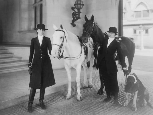Miss Cornelia Vanderbilt and Mrs Edith Vanderbilt ca 1916.jpg