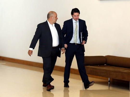 Los representantes de Televisa y Univisión en la reunión para la organización de la Copa América Centenario fueron Yon de Luisa (der.) y Juan Carlos Rodríguez (izq.), respectivamente.
