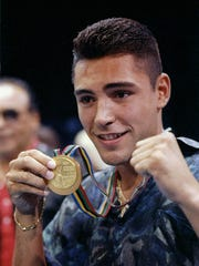 26 Aug 1992: Oscar De La Hoya shows off his gold medal before a fight between Jesus Cardenas and Zack Padilla. Cardenas won the fight.