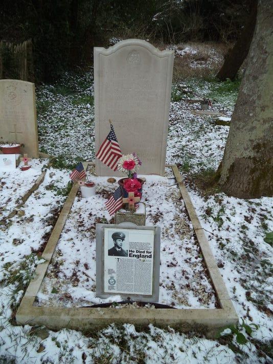 636580225367229289-Boxgrove---Billy-Fiske-s-grave.JPG