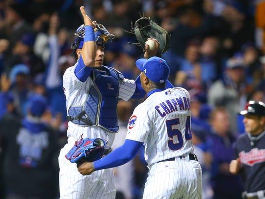 Chicago Cubs catcher Willson Contreras (left) celebrates