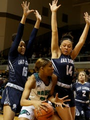 Saginaw Heritage's Shine Strickland-Gills gets surrounded