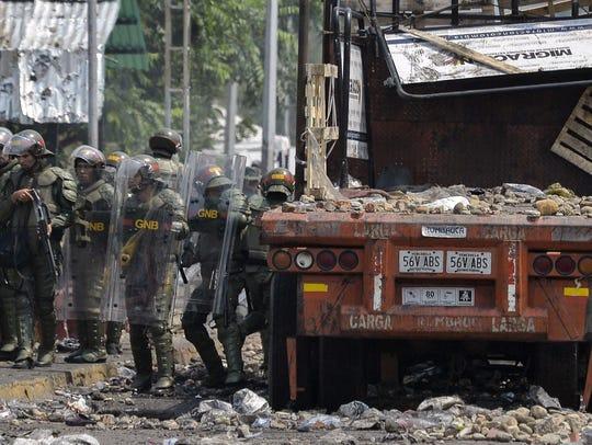 Venezuelan Bolivarian National Guard members check