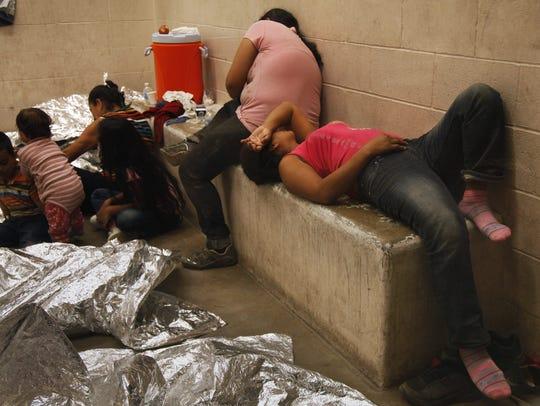 Vista de inmigrantes que han cruzado ilegalmente la