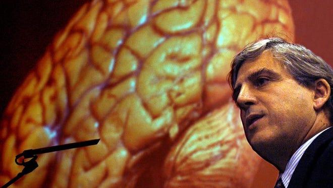"""Un equipo de investigadores, liderados por la española Magdalena Sastre, ha desarrollado un método para prevenir la enfermedad del Alzheimer en ratones mediante la inyección de un virus que permite transmitir un gen específico al cerebro, según un estudio publicado hoy en """"Proceedings of the National Academy of Sciences""""."""