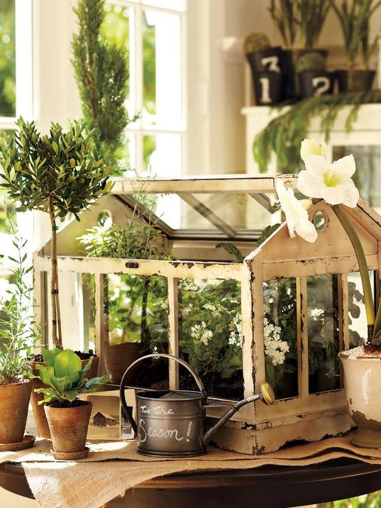 Vintage Garden Decor Is Spring Summer Trend