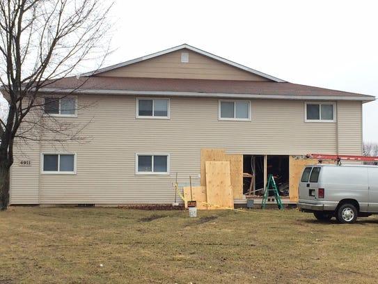 Crews repair an apartment building at 4911 Aspen St.,