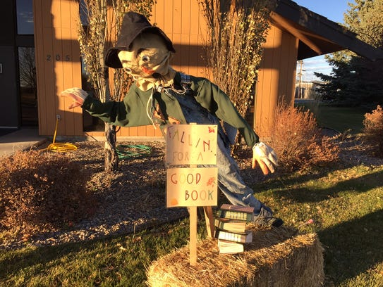 "The library's scarecrow is ""fallin' for a good book"""