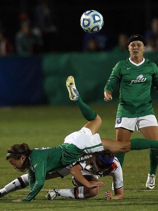 -SoccerAction.jpg_20141115.jpg
