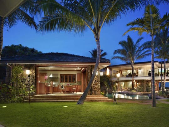 Kailua-Kona, Hawaii: This Polynesian palace with resort-style