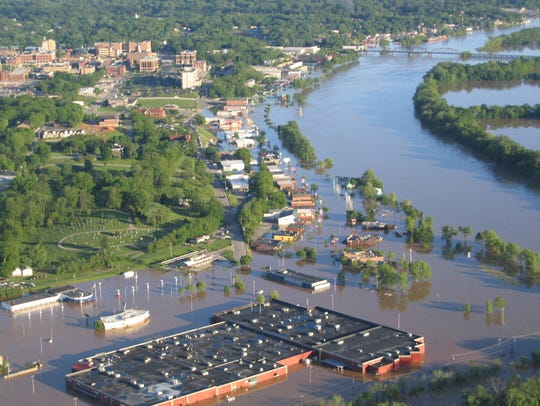 Aerial shot of the flooding in Clarksville in 2010