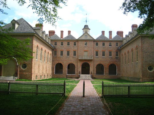 The Sir Christopher Wren Building, Williamsburg (Architect: Sir Christopher Wren): William and Mary University's most recognizable structure, the Wren Building is the oldest academic building still in use in the United States. Although it has been suffered major damage three times by fire, today's dormered brick building was restored to its 1732 condition by John D. Rockefeller.