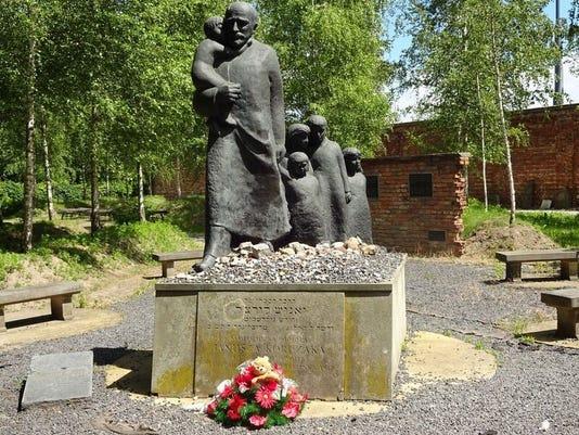 636359849924548519-Warsaw-Jewish-cemetery.jpg